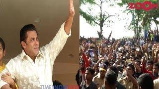 Salman Khan Wishing His Fans Eid Mubarak At Galaxy Apartment