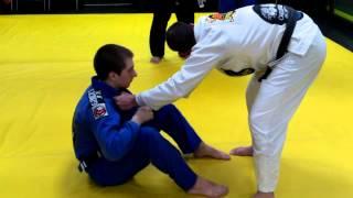 Baixar Quick Guard Pass vs. Sitting Guard with Carlos Carvalho