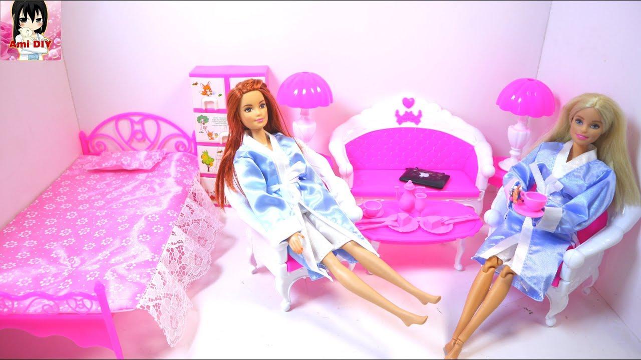 Mở đồ chơi trẻ em mới giường ngủ, bộ ghế sofa, quần áo cho búp bê với chị Ami DIY