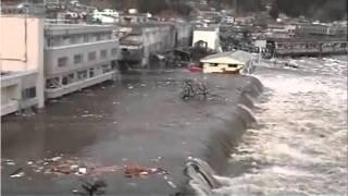 津波の引き波で海底が露出する映像 [TSUNAMI JAPAN 3.11/2011]