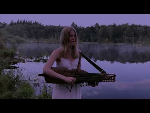 Nordic folkmusic on nyckelharpa