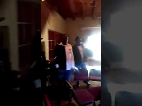 Southern Cameroonians disrupt meeting with Minister Dion Ngute in South Africa. #Protested