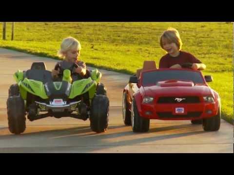 Power Wheels Race - Dune Racer vs Mustang