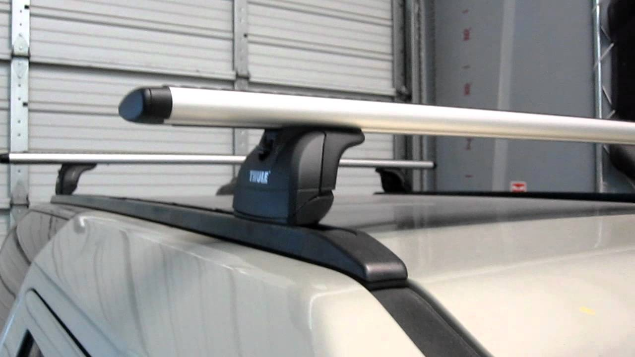 Land Rover Lr3 With Thule 460r Podium Aeroblade Roof Rack
