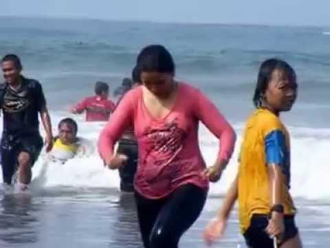 pantai pangandaran ciamis jawa barat di hari libur imlek 2012