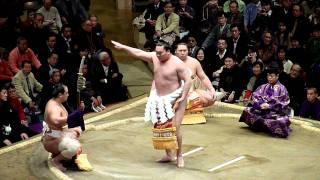 2012年1月9日(祝月)、平成24年大相撲初場所2日目、横綱白鵬の土俵入り...