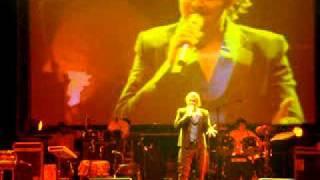 Sonu Nigam Live Concert - Main Hoon Na Medley-  Nov 2010 Birmingham