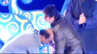 IIFI 2014: Rajinikanth touches Big B's feet
