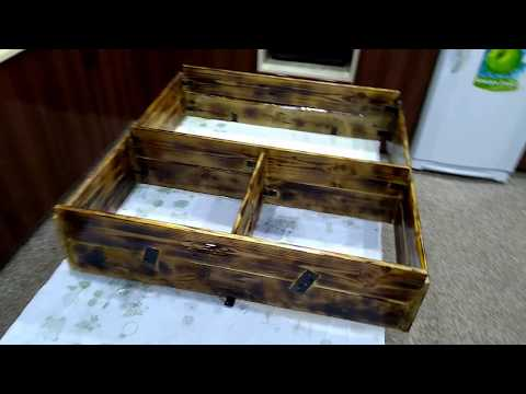 homemade-simple-book-shelf-from-pallet-wood-diy.