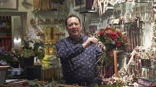 På besøg hos Bjarne Als i Bering House of Flowers, der fortæller om julen