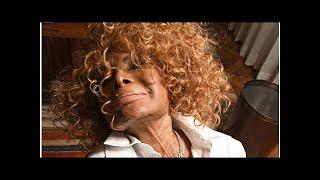 Baixar Elza Soares, 87, lança 'Deus É Mulher', em que amplia participações femininas