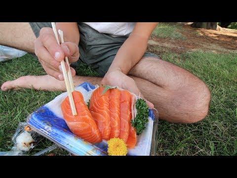 Tokyo Food - SASHIMI Picnic In JAPAN + SHINJUKU Airbnb Neighborhood Tour | Japanese Food VLOG 2017