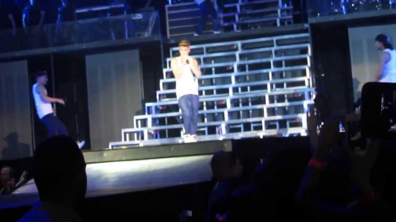 Justin Bieber BELIEVE TOUR first row - Boyfriend - 6/4/2013 COLOGNE