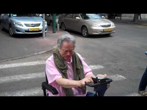 Itzhak Perlman scoots around Tel Aviv, Israel