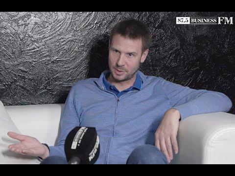 Глава Тинькофф банка Оливер Хьюз о кризисе, курсе рубля и об Олеге Тинькове