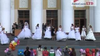 Весенние заигрыши и парад невест.