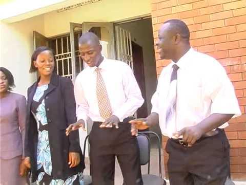 Living Voice Choir Uganda - kuna mto mzuri