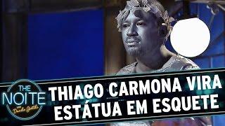 The Noite (07/04/15) - Thiago Carmona vira estátua em esquete