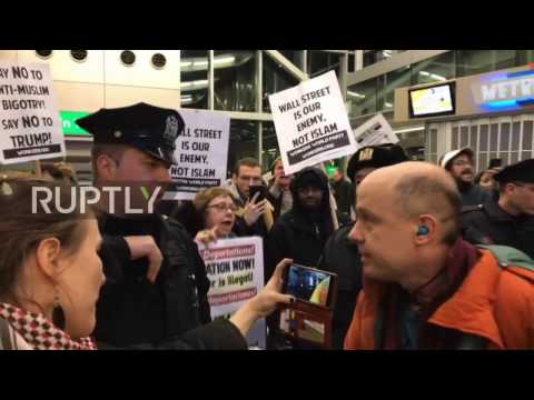 USA: Chaos at JFK airport as hundreds protest Trump's 'Muslim ban'