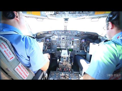 Cockpit Boeing 737-400 onboard BLQ-CAG