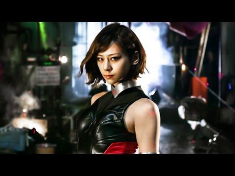 コミックとアニメの双方で人気を博した、永井豪によるヒット作「キューティーハニー」を実写化したアクション。荒廃した近未来を舞台に、天...