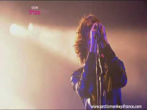 Arctic Monkeys - Only Ones Who Know - Reading 2009 Live