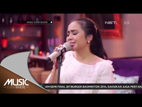 Gita Gutawa - Somebody That I Used To Kno - Gotye Cover (Live at Music Everywhere) *