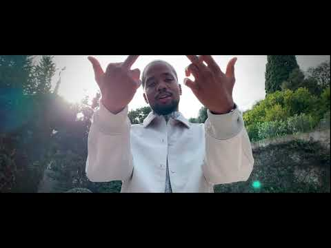 Youtube: SisiK – Follow Me (Clip Officiel)
