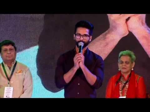Shahid Kapoor Attends Kala Ghoda Art Festival 2017 - Performs For Fans