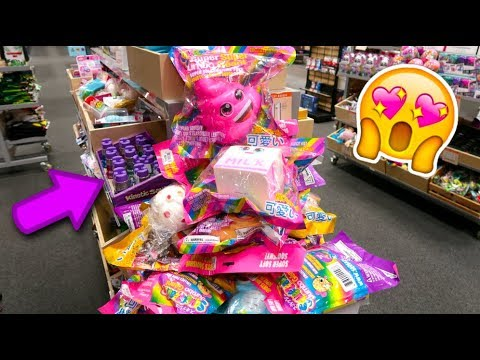 SUPER JUMBO SQUiSHiES, SQUEEZE TOYS + SLiME AT THE MALL!