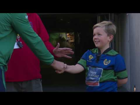 Robbie Henshaw with the help of Rala surprise Robbie's biggest fan!