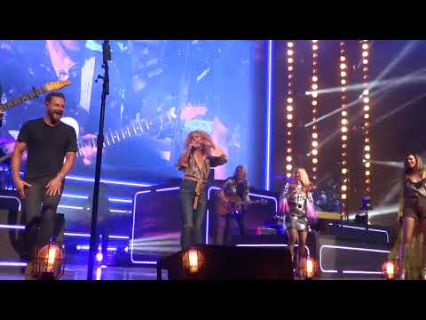 "Miranda Lambert and Little Big Town sing ""Little Red Wagon"" live on the Bandwagon Tour"