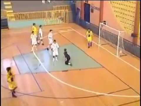 22840d4bdc Futsal- Duas Jogadas Ensaiadas de Tiro Livre - YouTube