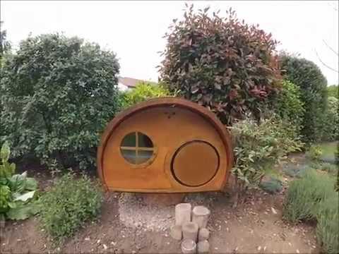 maison cabane en bois pour chat youtube. Black Bedroom Furniture Sets. Home Design Ideas