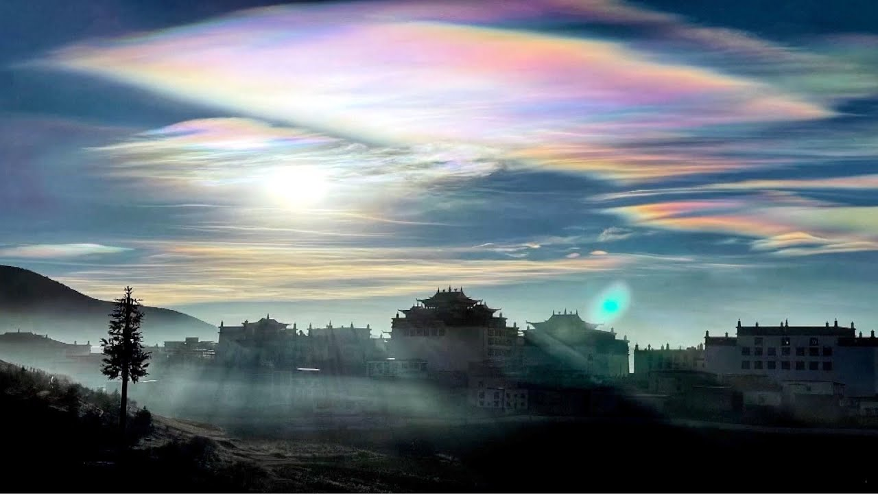 Iridescent Clouds appear in SW China