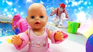 Видео игры с куклами - Беби Бон хочет купаться! Уборка бассейна! – Смешные видео для детей