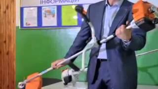 Кличко изучает устройство газонокосилки(Как сообщается на официальном сайте мэрии Киева, Кличко показали новые газонокосилки во время проверки..., 2015-05-28T09:06:49.000Z)
