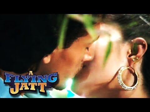 Tiger Shroff & Jacqueline Fernandez HOT KISS | A Flying Jatt Movie thumbnail