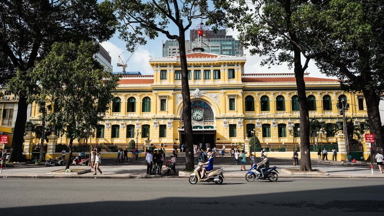 Touring the iconic saigon central post office ho chi minh for Jardin des sens ho chi minh