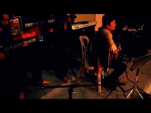 Yogyakarta - Ebiet G Ade cover by Egaf di Balai Budaya Minomartani
