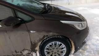 Машина закрылась.(При движении двери закрываются автоматически, одно колесо вывесилось, поставил на скорость и пошел смотрет..., 2016-01-25T16:24:55.000Z)