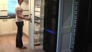 видео Белая кухня с черной вытяжкой