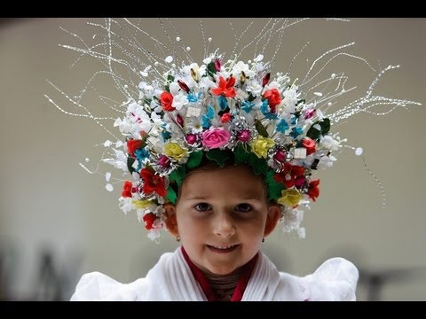 Hungarian traditional folk costumes. Magyar népviseletek.