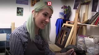 Художница-альпинистка рисует на высоте