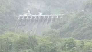 後編は http://www.youtube.com/watch?v=lcMNZ75KQzA 岐阜県と富山県を流れる庄川、古くから電源開発が行われてきた川として有名です。また 、流域に合掌造...