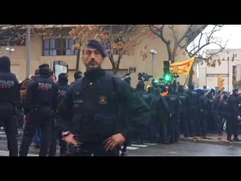 Enfrontaments entre Mossos i manifestants a les portes del Museu de Lleida