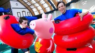 Школа героев Акватим в аквапарке - Свинка Пеппа пришла в бассейн!