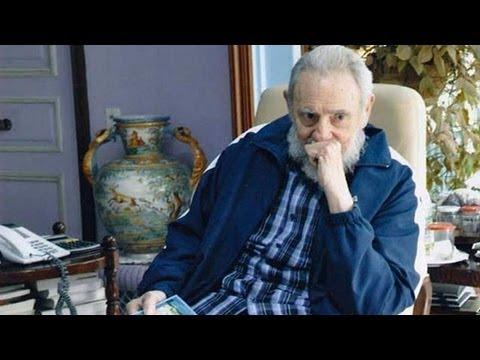 Fidel Castro ému en écoutant une chanson dédiée à Hugo Chavez