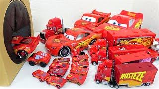 ディズニー カーズ 3 ライトニング・マックイーンとマックが巨大なおもちゃ箱の穴に飛び込んでいくよ!