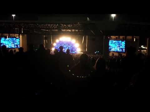 Tennessee Whiskey by Chris Stapleton Dallas, TX 10-28-17 (Wedding Proposal and Band Introduction)